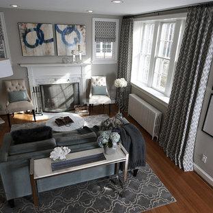 ワシントンD.C.の中サイズのモダンスタイルのおしゃれな独立型リビング (フォーマル、グレーの壁、淡色無垢フローリング、標準型暖炉、テレビなし) の写真
