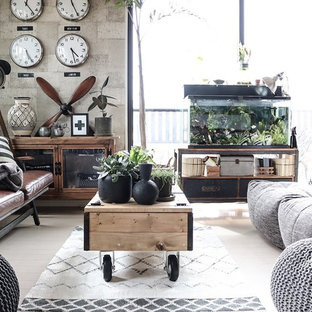 Ispirazione per un soggiorno industriale di medie dimensioni e chiuso con pavimento in laminato, nessun camino, cornice del camino in intonaco, nessuna TV e pavimento grigio