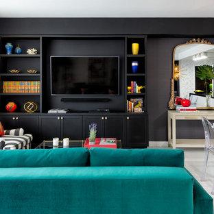 マイアミの小さいエクレクティックスタイルのおしゃれなLDK (フォーマル、黒い壁、磁器タイルの床、埋込式メディアウォール、白い床) の写真