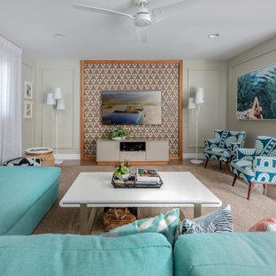 Idéer för ett stort modernt allrum med öppen planlösning, med grå väggar, klinkergolv i porslin och en väggmonterad TV