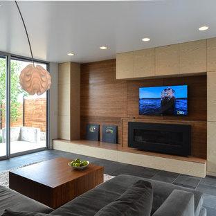 デンバーの中サイズのコンテンポラリースタイルのおしゃれなLDK (フォーマル、白い壁、スレートの床、横長型暖炉、木材の暖炉まわり、壁掛け型テレビ、グレーの床) の写真