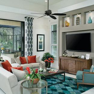 Imagen de salón con barra de bar abierto, contemporáneo, grande, con paredes beige, suelo de baldosas de cerámica, chimenea de esquina, marco de chimenea de piedra y televisor colgado en la pared