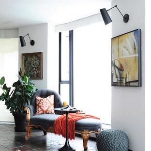 バンクーバーの小さいトランジショナルスタイルのおしゃれなLDK (白い壁、スレートの床、暖炉なし、壁掛け型テレビ) の写真