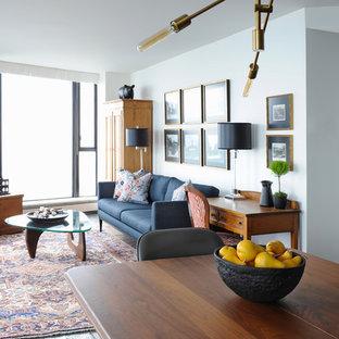 Foto di un soggiorno tradizionale di medie dimensioni e stile loft con pareti bianche, pavimento in ardesia e TV a parete