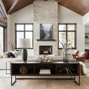 ソルトレイクシティの広いコンテンポラリースタイルのおしゃれなリビング (ベージュの壁、無垢フローリング、標準型暖炉、石材の暖炉まわり、ベージュの床、テレビなし) の写真