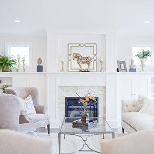 Ejemplo de salón para visitas cerrado, tradicional renovado, de tamaño medio, con paredes blancas, chimenea tradicional, suelo de madera oscura y marco de chimenea de piedra