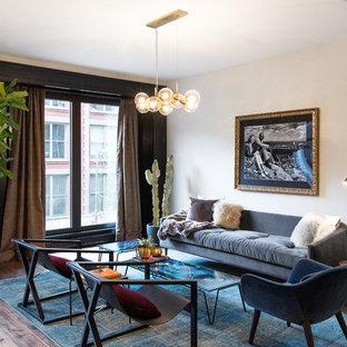 Réalisation d'un salon design de taille moyenne et ouvert avec une salle de réception, un mur noir, un sol en bois clair et aucun téléviseur.