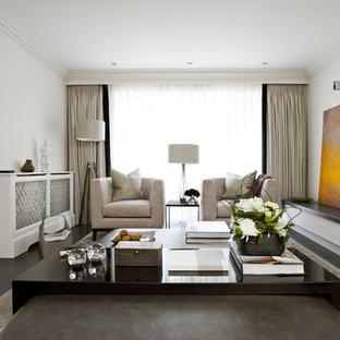 Imagen de salón cerrado, actual, con paredes blancas