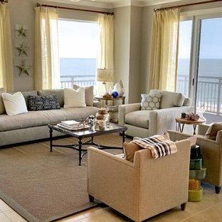 他の地域の中サイズのビーチスタイルのおしゃれなLDK (フォーマル、ベージュの壁、セラミックタイルの床、暖炉なし、据え置き型テレビ) の写真