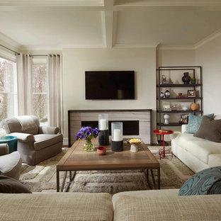 ミネアポリスのトランジショナルスタイルのおしゃれなリビング (白い壁、カーペット敷き、壁掛け型テレビ、ベージュの床) の写真