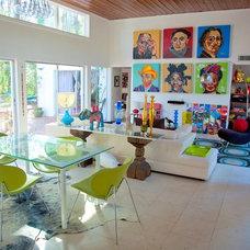 Modern Living Room by EVOLVEform LLC: Mishou Sanchez