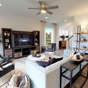 Ispirazione per un grande soggiorno american style aperto con pareti bianche, pavimento in linoleum, TV autoportante, pavimento grigio e nessun camino