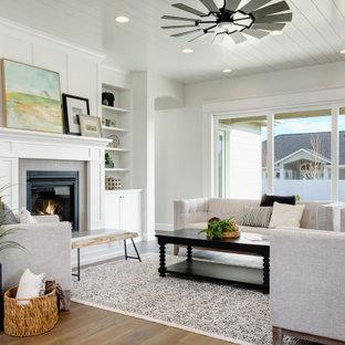 На фото: большая парадная гостиная комната в стиле современная классика с белыми стенами, стандартным камином, фасадом камина из штукатурки, коричневым полом и потолком из вагонки без ТВ с