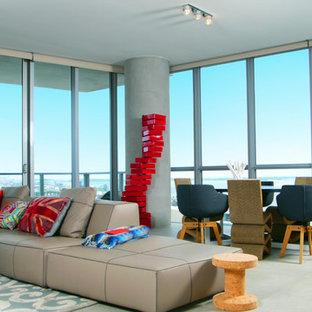 Modernes Wohnzimmer mit Betonboden in Miami
