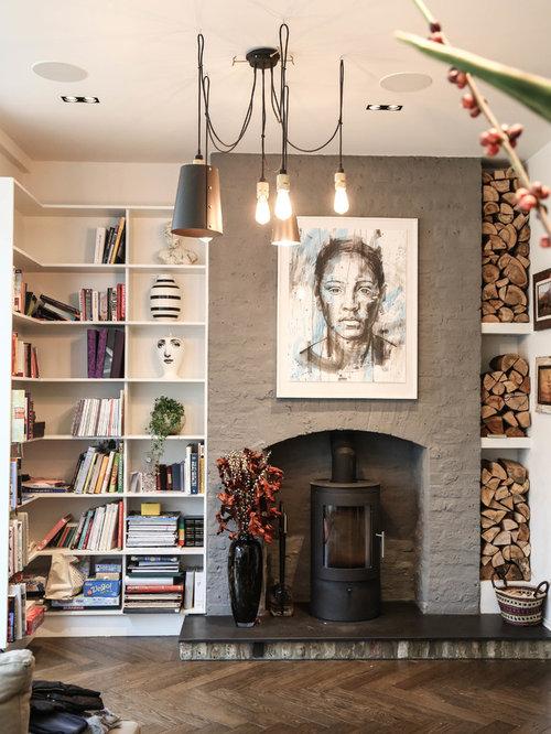 Salon avec un po le bois et un sol en bois fonc - Salon avec poele a bois ...