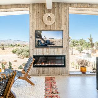 Foto de salón para visitas abierto, actual, de tamaño medio, con chimenea lineal, marco de chimenea de madera, paredes beige, suelo de cemento, pared multimedia y suelo marrón