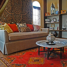 Eclectic Living Room by Peridot Decorators, Inc.