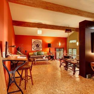 Idee per un soggiorno contemporaneo stile loft con pareti rosse e pavimento in compensato