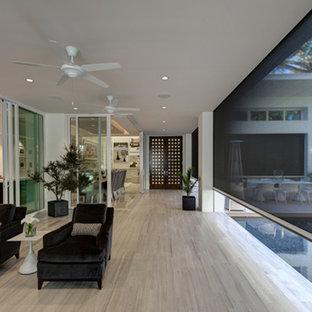 Example of a minimalist living room design in Orlando