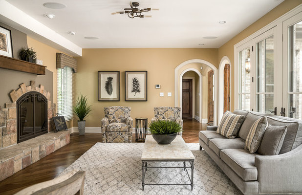 Traditional Living Room by Rigsby Builders Inc.