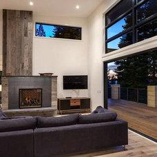Modern Living Room by Gunter Construction