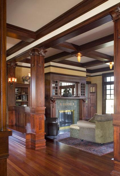 Craftsman Living Room by Alan Mascord Design Associates Inc