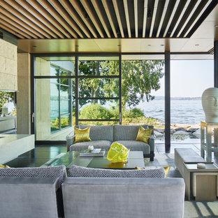 Foto di un soggiorno design con sala formale, camino bifacciale e pavimento nero