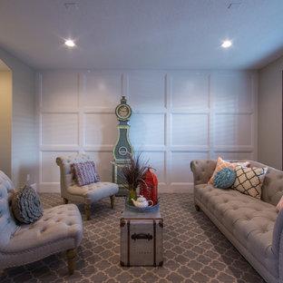 Idee per un grande soggiorno american style chiuso con sala formale, pareti grigie e moquette