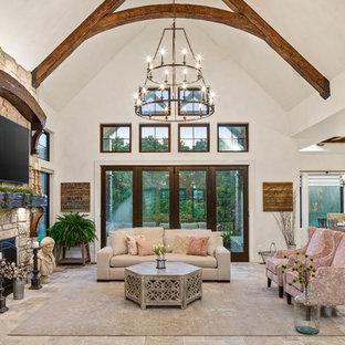 シンシナティの巨大なカントリー風おしゃれなLDK (フォーマル、マルチカラーの壁、トラバーチンの床、標準型暖炉、石材の暖炉まわり、壁掛け型テレビ、マルチカラーの床) の写真