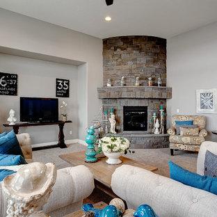 ボイシのトラディショナルスタイルのおしゃれなLDK (カーペット敷き、コーナー設置型暖炉、石材の暖炉まわり) の写真