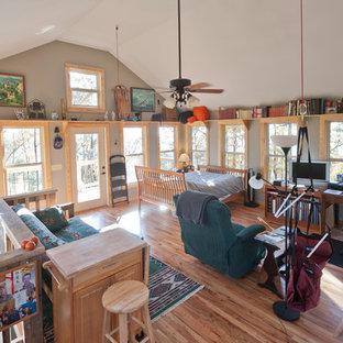 Foto de biblioteca en casa tipo loft, de estilo americano, pequeña, con paredes grises, estufa de leña, marco de chimenea de baldosas y/o azulejos, suelo de madera en tonos medios, televisor independiente y suelo marrón