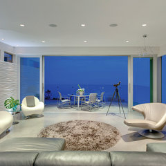 modern living room by kbcdevelopments