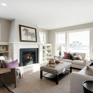 Imagen de salón tradicional renovado con paredes grises, suelo de madera en tonos medios, chimenea tradicional y suelo marrón