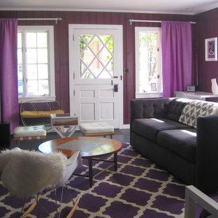 Immagine di un soggiorno boho chic di medie dimensioni e aperto con pareti viola, camino classico, cornice del camino piastrellata e TV nascosta