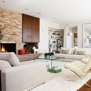 サンフランシスコのミッドセンチュリースタイルのおしゃれな独立型リビング (フォーマル、白い壁、標準型暖炉、石材の暖炉まわり、テレビなし) の写真