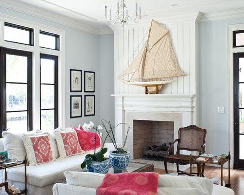 Kolonialstil Wohnzimmer Mit Blauer Wandfarbe Und Kamin In Miami