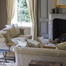 Traditional Living Room by Thomas Hamel