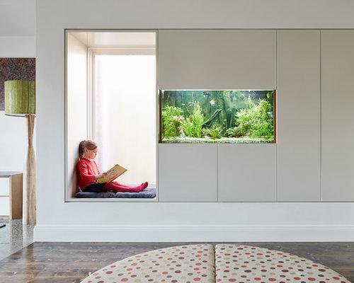 Großes, Offenes Modernes Wohnzimmer Mit Weißer Wandfarbe, Betonboden Und  Grauem Boden In Melbourne