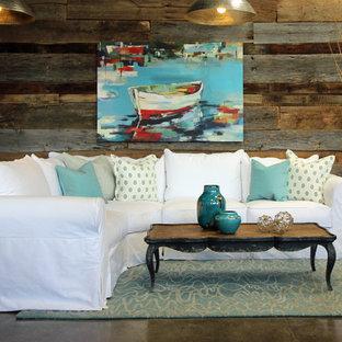 ロサンゼルスの中サイズのビーチスタイルのおしゃれなLDK (フォーマル、茶色い壁、コンクリートの床、テレビなし、茶色い床) の写真
