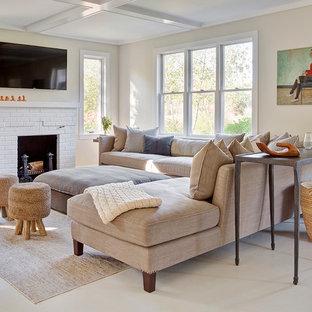 Inspiration för mellanstora klassiska separata vardagsrum, med ett finrum, gula väggar, vinylgolv, en standard öppen spis, en spiselkrans i tegelsten och en väggmonterad TV