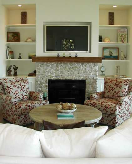 traditional living room by Beth