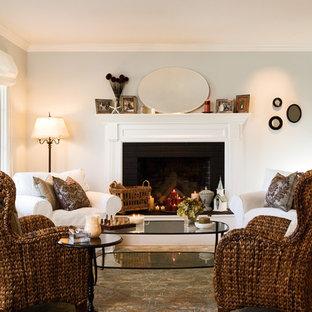 Esempio di un piccolo soggiorno stile marinaro aperto con pareti blu, pavimento in legno massello medio, camino classico, cornice del camino in mattoni, nessuna TV e sala formale