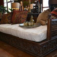 Rustic Living Room by Tierra Del Lagarto