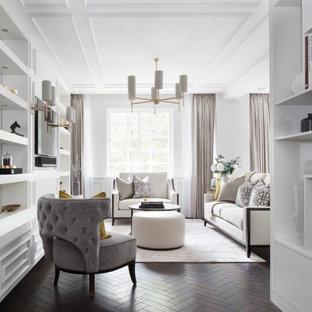 Ispirazione per un soggiorno classico con pareti bianche, parquet scuro, TV a parete e pavimento nero