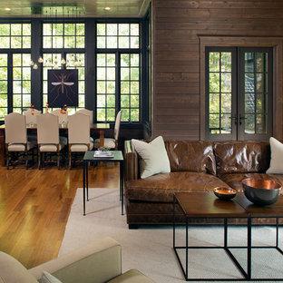 シャーロットの大きいトラディショナルスタイルのおしゃれなLDK (茶色い壁、淡色無垢フローリング、ベージュの床) の写真