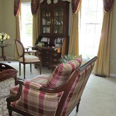 Traditional Living Room by DARLENE OHNTRUP