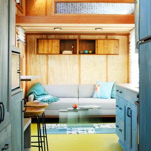 シアトルの小さいコンテンポラリースタイルのおしゃれな独立型リビング (フォーマル、ベージュの壁、塗装フローリング、暖炉なし、テレビなし) の写真
