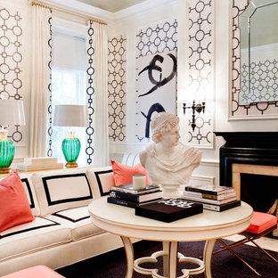 Eklektisches Wohnzimmer mit rosa Wandfarbe und Kamin in New York