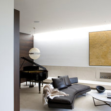 Modern Living Room by Robert Mills Architects and Interior Designers