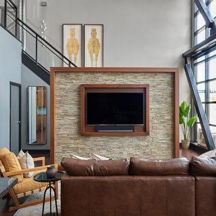 Ispirazione per un piccolo soggiorno minimalista stile loft con parquet scuro, pavimento marrone, pareti grigie, cornice del camino piastrellata e TV a parete